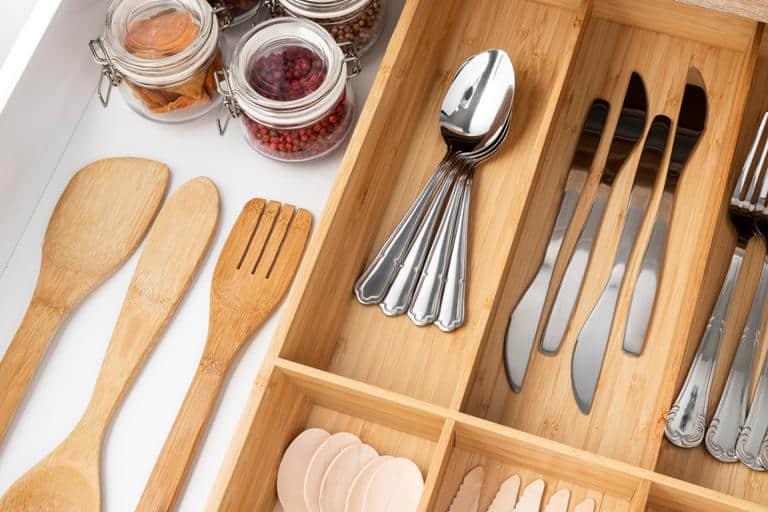 tata peralatan masak,  Cara Menata Barang di Rumah Sempit