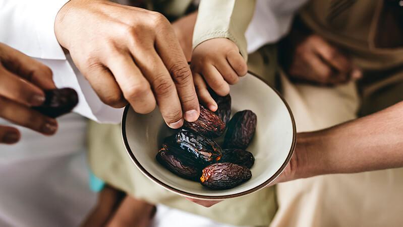 Konsumsi Makanan Bergizi Saat Berbuka dan Sahur